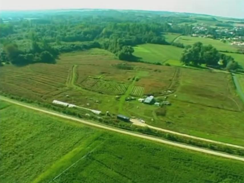 Vue aérienne de la ferme du Petit‐Colibri de Richard Wallner