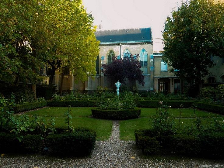 Un jardin classique, congrégation Saint Charles (Paris 15e)